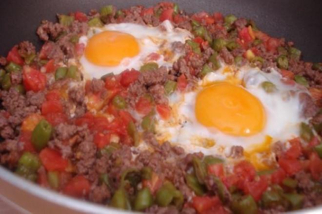kiymali-yumurta-tarifi-1