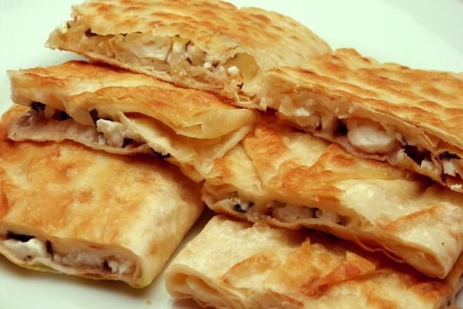 teflon-tavada-peynirli-pratik-gozleme-tarifi-1